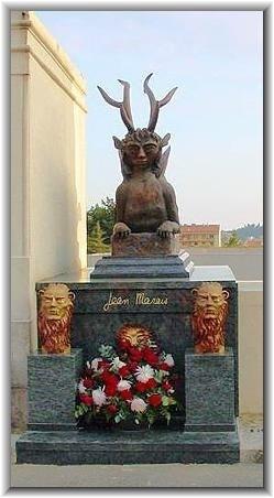hrob velkého umělce a herce Jeana Maraise