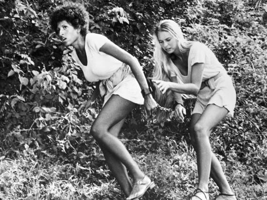 Černá, bílá (1972)