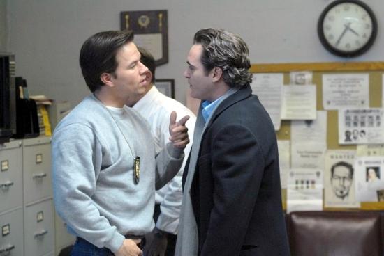Joaquin Phoenix a  Mark Wahlberg