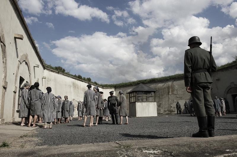 Natáčení v Terezíně - vězeňské nádvoří