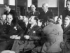 Louis Buchalter v strede medzi obhájcami