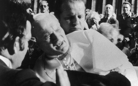 Atentáty, ktoré otriasli svetom (2007) - Atentát na pápeža Jána Pavla II.  (2007), 6. díl - Fotogalerie - FDb.cz
