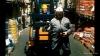 Řidič vysokozdvižného vozíku Klaus - první pracovní den (2000)