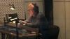Ladislav Cigánek ve studiu Audiotech při dabingu