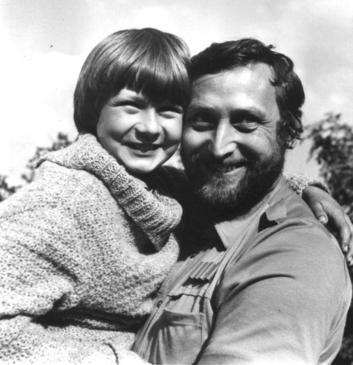 Za trnkovým keřem (1980)