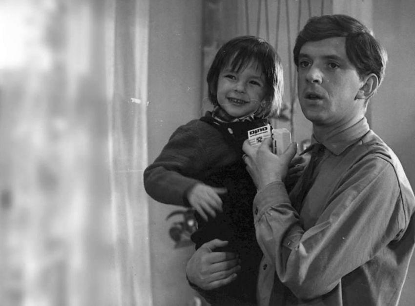 Dva muži hlásí příchod (1975)