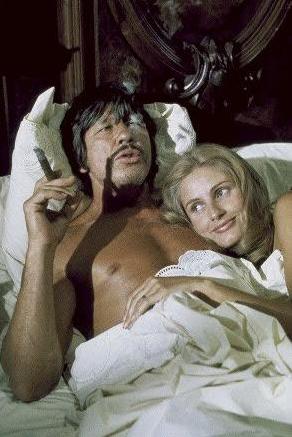 Někdo je za dveřmi (1971)