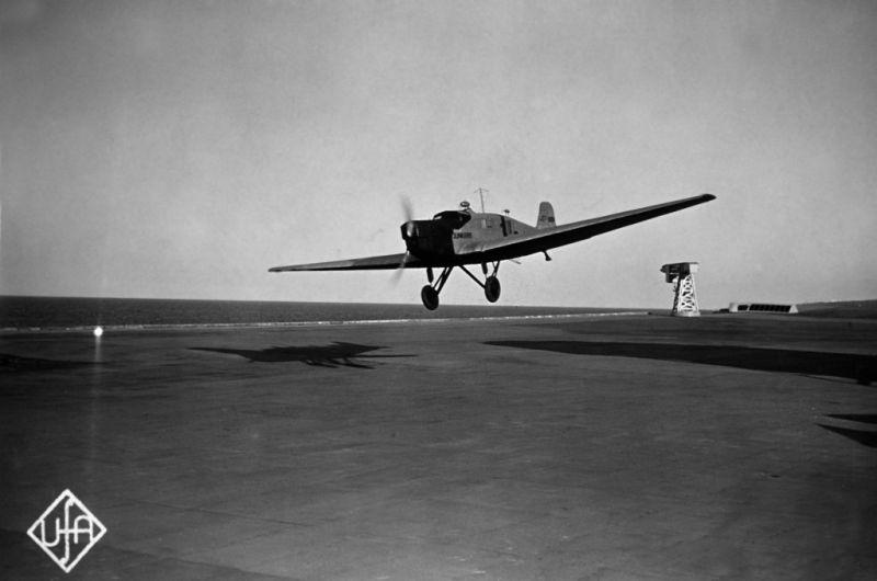 F.P.1 neodpovídá (1932)