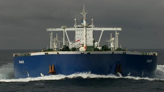 "Home 16 © ""HOME"" – an ELZEVIR FILMS – EUROPACORP coproduction Ropný tanker evropského námořnictva Namur vdopravním koridoru Ushant, Finistère, Francie (48°32' N -  5°16' W)."