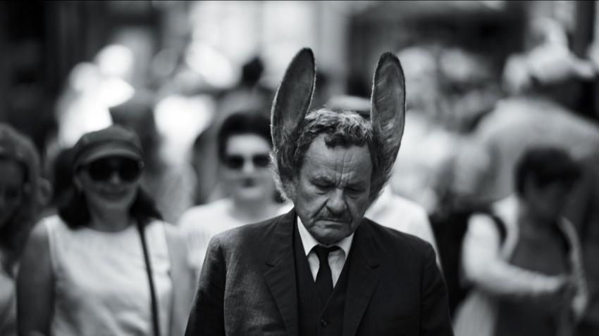Muž se zaječíma ušima (2020)