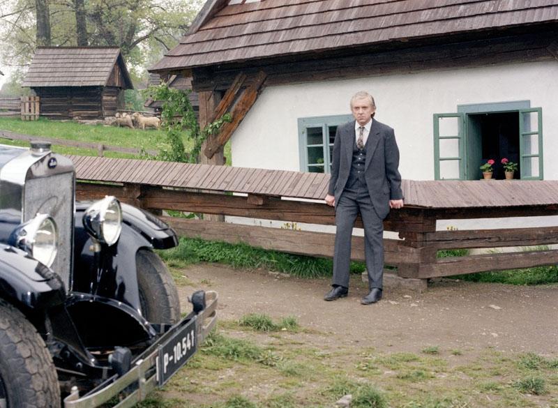 Jaromír Hanzlík v epizodě Slavné jméno