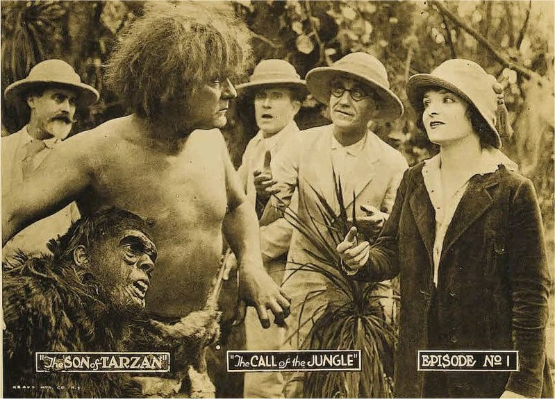 """lobby card"" k 1. epizodě ""The Call of the Jungle"""