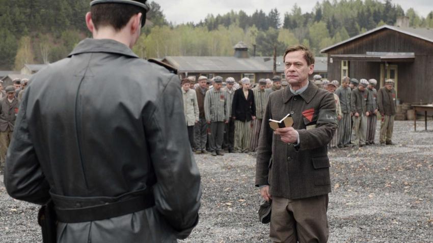 Nahý mezi vlky (2015) [TV film]