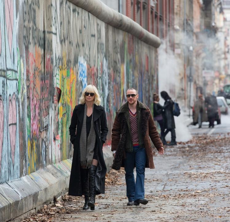 Atomic Blonde: Bez lítosti (2017)