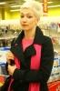 Karin je bývalá filmová hvězdička.