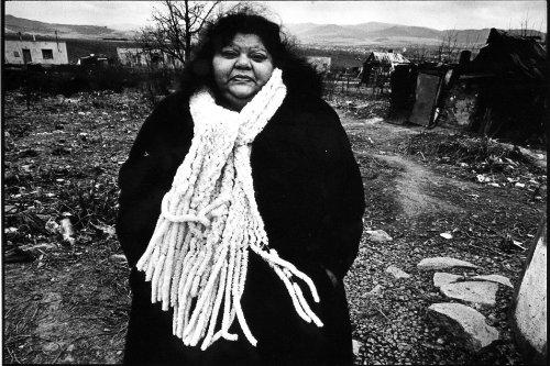 Černobílá v barvě (1999)