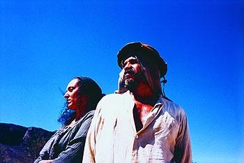 Pod spalujícím sluncem (2001)