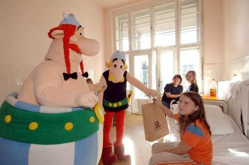 Asterix a Obelisk na návštěvě v Thomayerově nemocnici