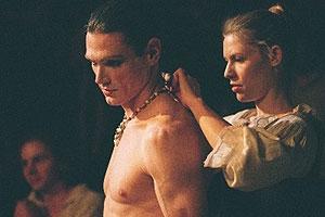 Krása na scéně (2004)