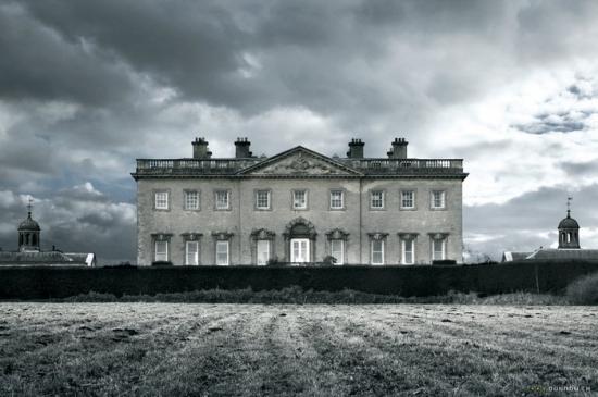Dvanáct v jednom domě (2006)