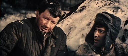 L. Bykov jako Svjatkin a V. Konkin jako por. Suslin