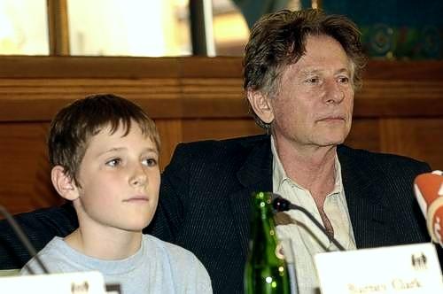 Barney Clark a Roman Polanski na tiskové konferenci při světové premiéře v Praze