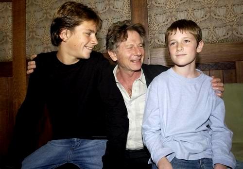 Harry Eden, Roman Polanski a Barney Clark na tiskové konferenci při světové premiéře v Praze