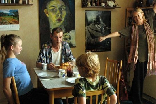 Babička, nevlastní děda a děti