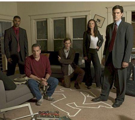Myšlenky zločince (2005) [TV seriál] - Mandy Patinkin + Thomas Gibson + Lola Glaudini + Moore Shemar + Matthew Gray Gubler
