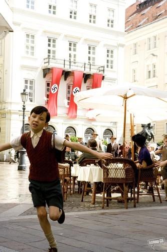 Chlapec v pruhovaném pyžamu (2008)