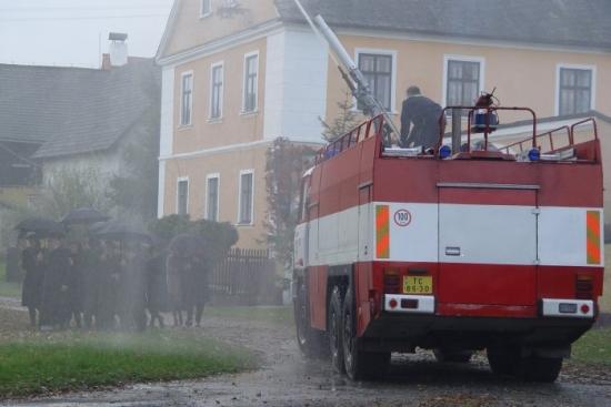 hustý déšť doprovází jednu z nejsilnějších scén filmu