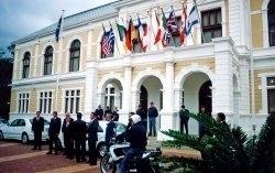AT13 zasahuje: Útok v Kapském městě (2001)