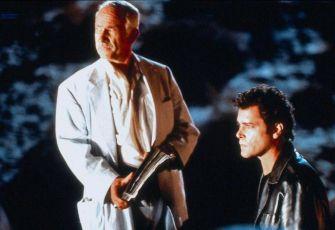 Neznámý příchozí (2000)