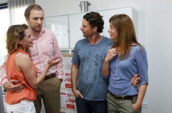 Báječní sousedé (2014) [TV film]