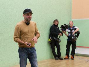 Režisér při natáčení.