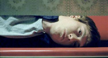 Příliš mladá noc (2012)