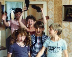 My holky z městečka (1986) [TV seriál]