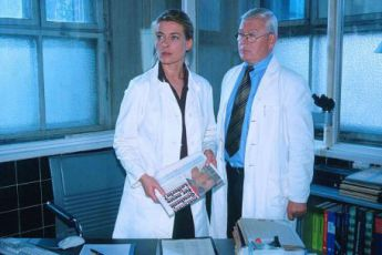 Einem Môrder auf der Spur (2001) [TV film]