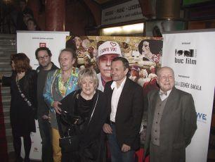 Z premiéry filmu v pražské Lucerně:  Josef Polášek,  Jaroslav Dušek,  Vlasta Chramostová,  Miroslav Krobot a  Stanislav Zindulka