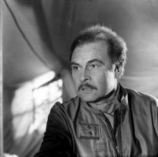 Pod nohama nebe (1983)