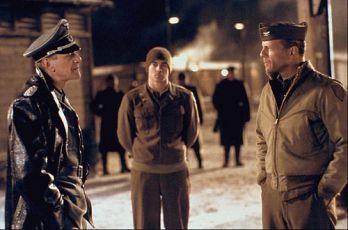 Marcel Iures, Bruce Willis a mladý Hart (Colin Farrell)