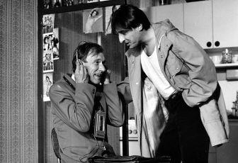 Všichni musí být v pyžamu (1984)