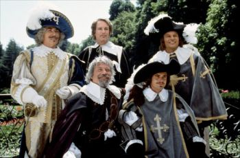 Frank Finlay, Oliver Reed, Richard Chamberlain, C. Thomas Howell a Michael York