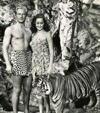 Beyond the Blue Horizon (1942)