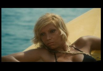 Travolti da un insolito destino dell'azurro mare d'agosto (1974)