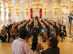 Natáčení na Pražském hradě - Antonio Riestra točí ve Španělském sále