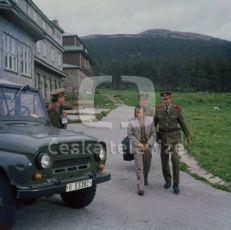 Dlouhá bílá stopa (1981) [TV seriál]