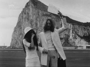 Yoko Ono a John Lennon na svadbe v Gibraltare