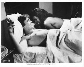 Tři v podkroví (1968)