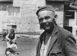 Fotografovanie obyvateľov domu (1968)
